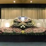 創作花祭壇 故人様の好きだったお花で、様々なデザインの祭壇をお作りします。